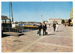 CP 83 -Toulon Sur Le Quai Du Port ( Marins) - écrite En 1968 - Toulon