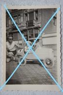 Photo MIDDELKERKE Oostende 1956 Cuistax Jeep Auto Oude Huizen - Lieux