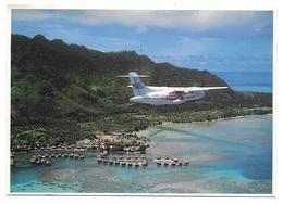 98 - Air Tahiti - International Airline - Air Tahiti Au-dessus De Moorea - Ed. Parfumerie TIKI Papeete N° T18 - Polynésie Française