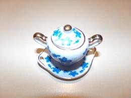 """Miniature Soupière, Couvercle Et Soucoupe Décor Fleurs Bleues Sur Fond Blanc Liseré Or  """" Porcelaine D'art """" - Miniatures"""