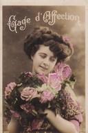Gage D'Affection, Belle Fille Avec Fleurs, Pretty Lady With Flowers (pk54278) - Holidays & Celebrations