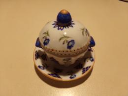 """Miniature Soupière, Couvercle Et Sa Soucoupe Fleurs Bleues Et Vertes Sur Fond Blanc """" Décoration Art """" - Miniature"""