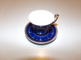 """Miniature Tasse Et Sa Soucoupe Bleue Marine Décor Or """" Décoration Artiste """" - Miniatures"""