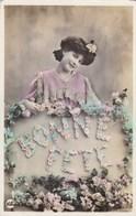 CPA, Bonne Fête, Fille Avec Fleurs, Lady With Flowers (pk54298) - Holidays & Celebrations