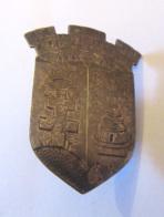 Grand Insigne Militaire (?) - Croix De Lorraine, Remparts Et Case - Chiffre 5 Au Verso - A Identifier - Insignes & Rubans