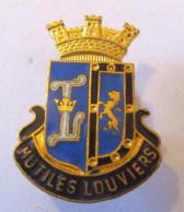 France - Insigne Des Mutilés De Louviers En Métal Doré Et émail - 26 X 19 Mm Environ - TBE - Insignes & Rubans