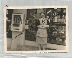 Photographie 73 Savoie Droguerie Bazar Femme Distributeur De Chewing Gum Ugine Av De Serbie Photo 9x12,7 Cm Env - Lieux