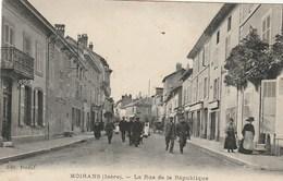 CPA 38 (Isère) MOIRANS / LA RUE DE LA REPUBLIQUE / ANIMEE - Moirans