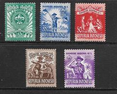 INDONESIE 1955 SCOUTISME  YVERT N°92/96  NEUF MNH** - Scouting