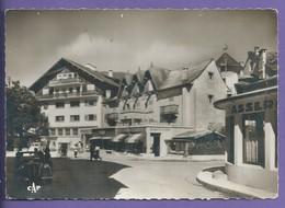 D 74   CPSM  MEGEVE Place De L Hotel De Ville Et Le Cintra Voiture Peugeot  Non Ecrite N037 - Megève