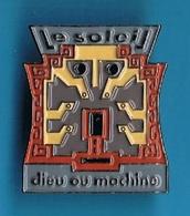1 PIN'S //  ** LE SOLEIL ** DIEU Ou MACHINE ** - Espace