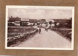 CPA - AUGISEY (39) - Aspect De L'entrée Du Bourg Par La Route De Beaufort Et Vue Du Monument Aux Morts - 1930 - Altri Comuni