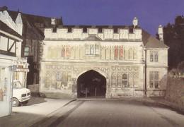 Postcard The Abbey Gateway Malvern By Floodlight My Ref  B23368 - Worcestershire