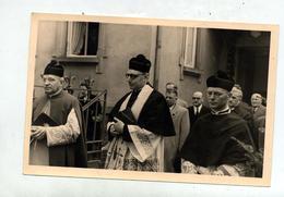 Photo  Procession 1956 Munster ?  Curé Johner ? Cachet Munster Sur Sabatier Flammarion Fabre Tellier - Anonymous Persons