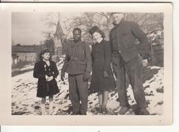 """Petite Photo D'un Groupe Avec Militaires  """" Au Dos Souvenir  De Notre Amitié Mars 1944 """" - Photographs"""