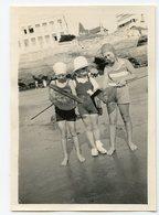 Petit Baigneur Enfant Kids Garçon Boy Swimsuit Plage Filet Pêche 30s Iconis Plage Beach Mer Ocean - Anonymous Persons