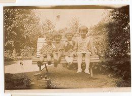 Enfant Kids Fille Girl Sepia Toy Jouet Train Locomotive Wagon  Bois Ancien 10s 20s Sepia Banc Groupe Famille Iconic - Anonymous Persons