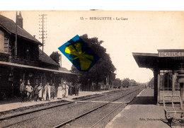 BERGUETTE - La Gare - Superbe Carte Très Animée Sur Le Quai - Frankrijk