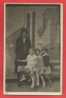 """C.P.A. """" Photo """" Photo De Famille   X 2 Phot. - Photographs"""