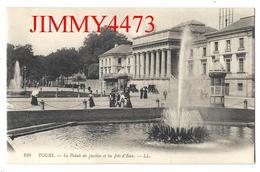 CPA - Palais De Justice Et Les Jets D'Eau, Place Bien Animée à TOURS 37 Indre Et Loire - L L N° 210 - Scans Recto-Verso - Tours