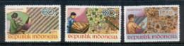 Indonesia 1973 Batik Workers MUH - Indonesia