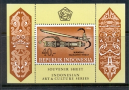 Indonesia 1976 Historic Daggers & Sheaths MS Perf MUH - Indonesia