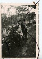 PHOTO ANIMÉE. Ancienne Moto Side-car Immatriculation 7924 PF 3 - Automobiles
