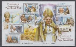 D93. Niger - MNH - 2015 - Famous People - Pope Benoit - XVI - Célébrités