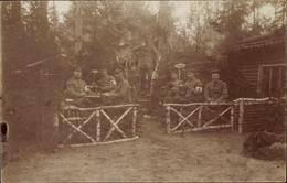 Photo Cp Deutsche Soldaten Vor Einem Holzhaus, Sanitäter, Kurpark, I. WK - Militaria
