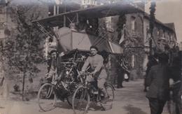 ¤¤  -  Carte-Photo Non Située D'un Char Lors D'une Cavalcade  -  Militaires Sur Des Vélos  - Avion  -  ¤¤ - Cartes Postales