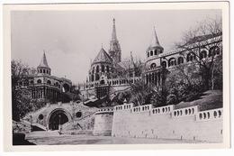 Budapest - Halászbástya A Koronázo Fótemplommal - Hongarije