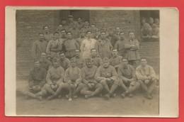 """C.P.A. """" Photo """"  Photo D'une Troupe De Soldats Devant Leur Caserne Avec Le Clairon  X 2 Phot. - Weltkrieg 1939-45"""