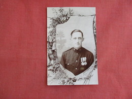 RPPC  Military Soldier With Medals  ??UK---ref 3137 - Militaria