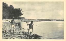 CAROLINES  CANAQUES A LA PECHE   JESUITES MISSIONNAIRES - LYON - Micronesië