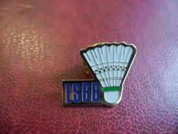 PIN'S ESBB BADMINTON BLANQUEFORT (33) Ou BUXEROLLES (86) Ou BOLLWILLER (68) Ou BONCHAMP Les LAVAL (53) Ou BRUGES (Belg) - Badminton