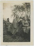 Fontainebleau . Trois Soldats à La Tour Denecourt . Avril 1919 . Riocreux . - Guerre, Militaire