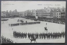 CPA 62 ARRAS - La Grand Place - Un Défilé - (Etat, Carte Décollée) - Ed. B. 73 - Ref. H 123 - Arras