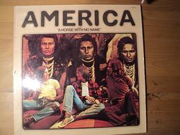 AMERICA. 33 TOURS. 1972. WARNER BROS 46 157 RIVERSIDE / SANDMAN / THREE ROSES / CHILDREN / HERE / I NEED YOU / RAINY DA - Vinylplaten