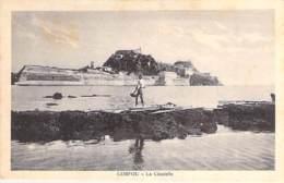 GRECE Greece - CORFOU : La Citadelle ( Pêcheur En 1er Plan ) - CPA - Griechenland Griekenland Grecia - Grèce