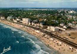 Dep 44 , Cpm PORNICHET , P 304 , La Plage , Les Thermes Des Océanides , Les Hotels Et Le Casino (D09.4175) - Pornichet