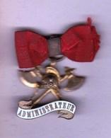 Insigne De Pompier Administrateur Métal (haches Et Casque) Avec Ruban Rouge - Organisations