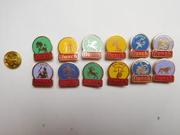 Belle Série De 12 Pin's Différents  , Signe Zodiaque , Horoscope , Cafetaria Flunch - Pin's