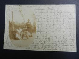 19861) CARTOLINA PRIVATA LOCALITA DA IDENTIFICARE COPPIA CON CANE VIAGGIATA 1902 - Cartoline