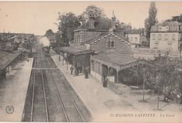 CPA 78 MAISONS-LAFITTE LA GARE LE TRAIN - Stations - Met Treinen
