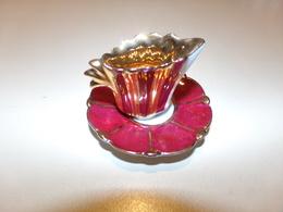 Miniature Tasse Avec Sa Soucoupe Bordeaux Or Et Blanc - Miniatures Décoratives