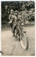 Photo-carte. Portrait De 2 Personnes à Moto. - Photos
