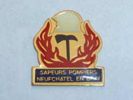 Pin's SAPEURS POMPIERS DE NEUFCHATEL EN BRAY B - Bomberos