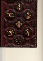 D23 - Protège Cahier Ou Protège Livre (peu épais) En Cuir Et Incrustations En Relief Dorées - Buvards, Protège-cahiers Illustrés