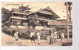 Netherlands Indies Hotel Sindanglaija Main Building With Personnel 1923 Tjiandjoer (15-21) - Indonésie