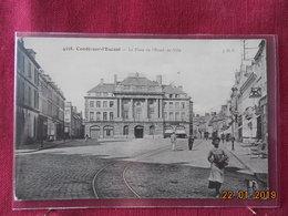 CPA - Condé-sur-Escaut - La Place De L'Hôtel-de-Ville - Conde Sur Escaut